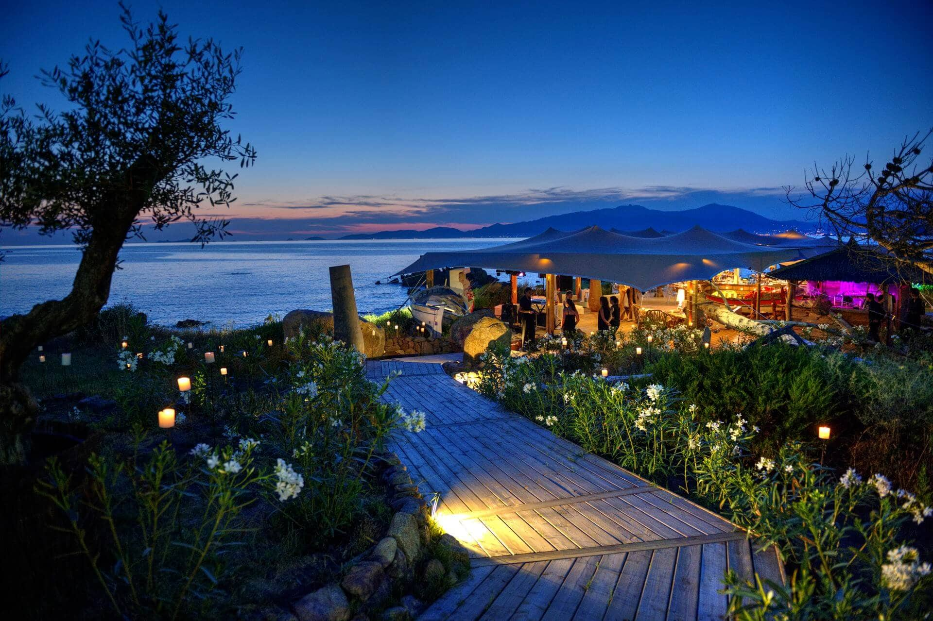 Se marier dans un domaine luxueux de bord de mer en Corse - Getting married in a luxurious seaside estate in Corsica