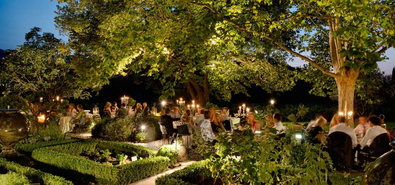 Mariage champêtre et romantique - dîner dans le jardin