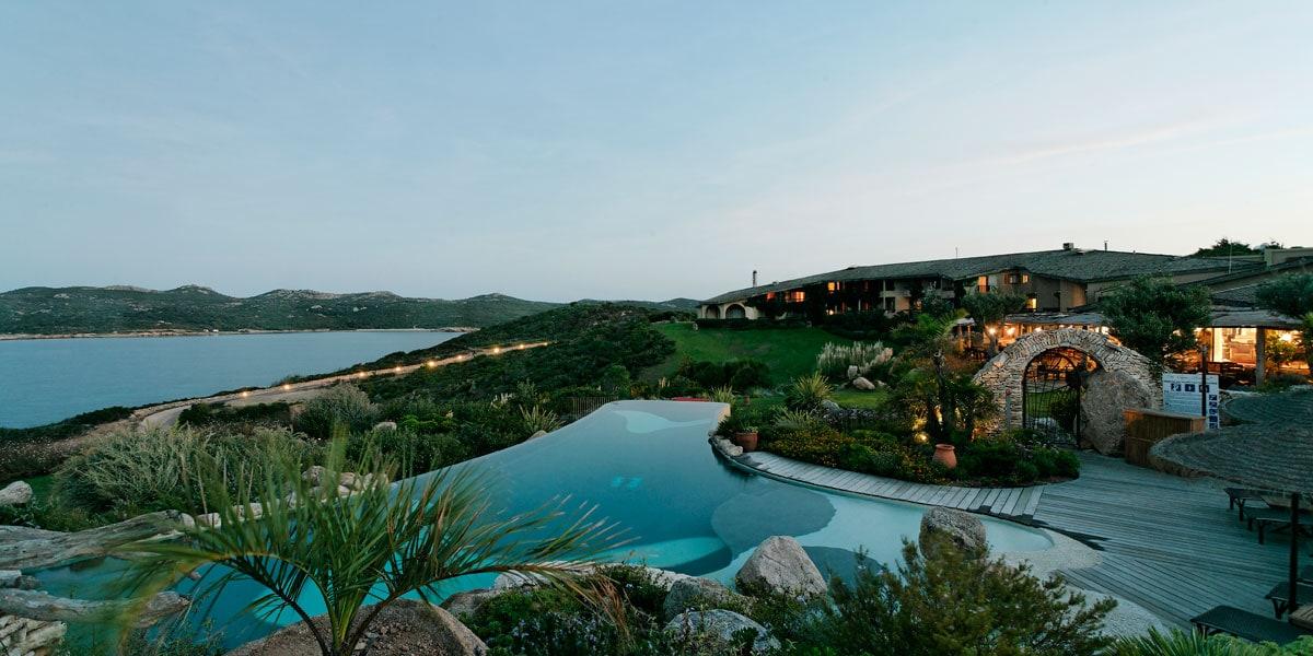 Mariage rustique chic en Corse du Sud - piscine
