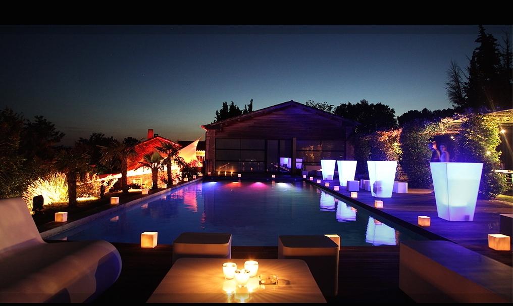 MARIAGE INTIMISTE DANS LE GARD - piscine illuminée