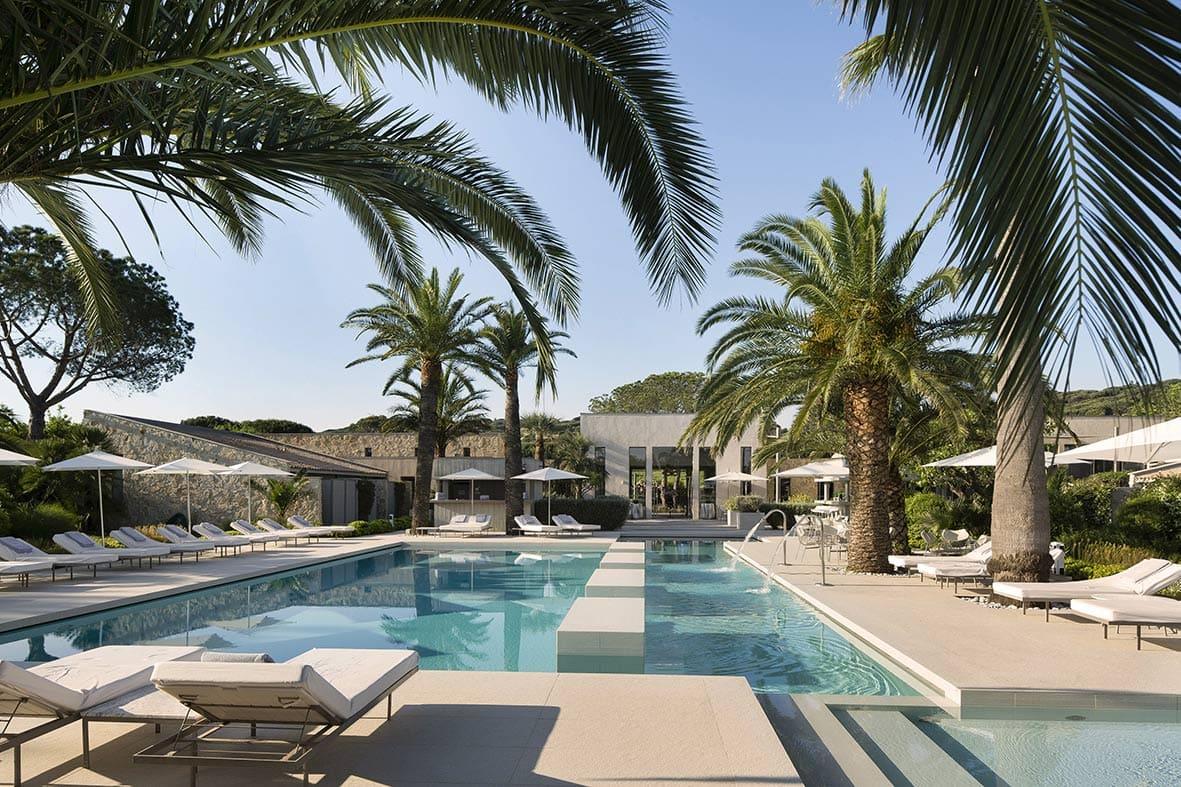 Mariage au bord d'une piscine à Saint-Tropez