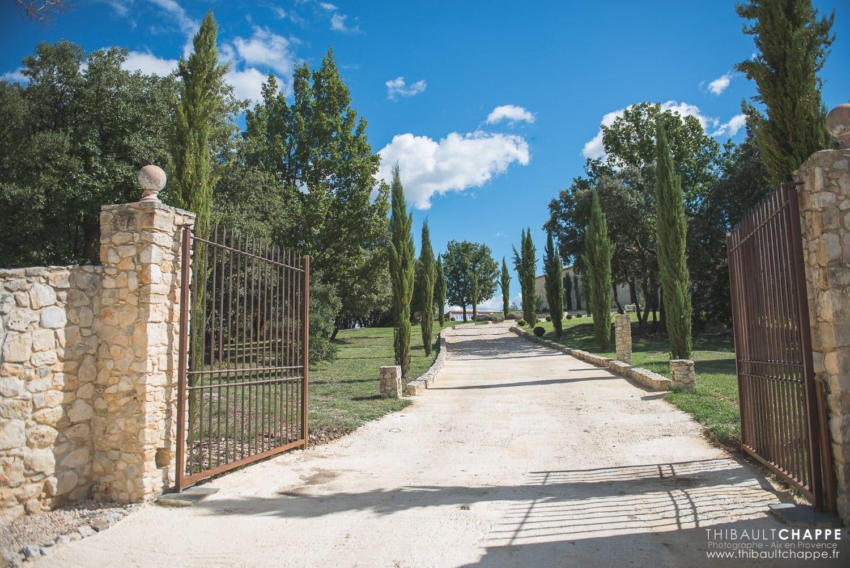 SE MARIER AU BORD D'UNE PISCINE - portail d'entrée